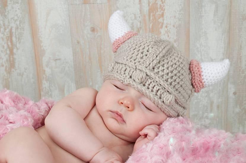 original_hand-crochet-baby-viking-helmet