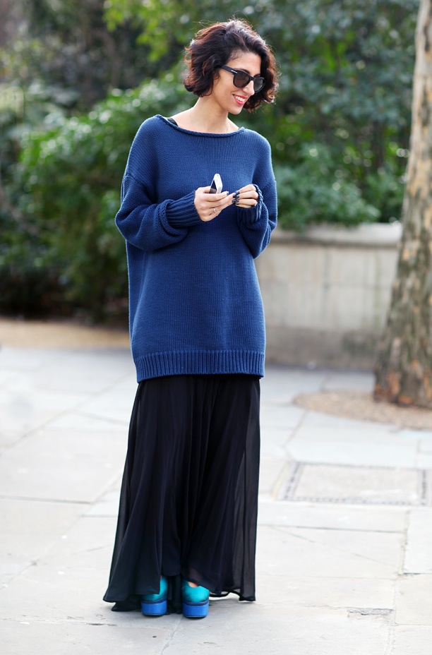 phil-oh-for-vogue-magazine-london-fashion-week-street-style-yasmin-sewell-ediotr-style-oversized-blue-knit-sweater-long-black-maxi-skirt-color-block-aqua-acne-alice-platform-heels